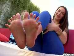 Tattooed girl gives magical footjob