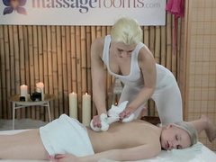 Gorgeous masseuse rubs her patient's cunt with a vibrator