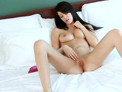 Victoria is rubbing her puss with a dildo