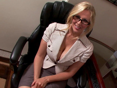 Julia Ann gives a professional deepthroat