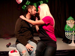 Tommy Pistol is drilling slutty Jessie Lee