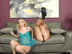 Aaliyah Love and Alexis Monroe LIVE