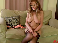 Carmen Gemini is posing in her lovely stockings