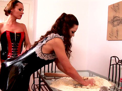 Leona Queen and Zuzana Z are two perverted maids