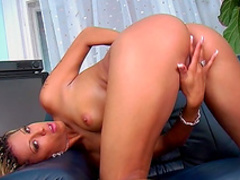 Blodne Black Diamond is rubbing her shaved puss