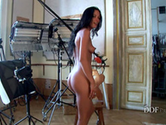 Tanned babe Shalina Devine shows us her body