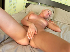 Hot blonde impales her accurate puss