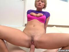 Pretty babe gives a gorgeous blowjob