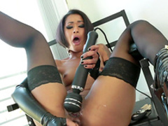 Skin Diamond is fucking with her dildos