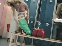 Stunning voyeur scene in the locker room