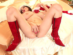 Milf brunette Merilyn Sekova plays with cute toys