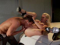 Blonde Diamond Foxxx is getting fucked hard