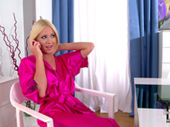 Blonde Kiara Lord gets two facial loads